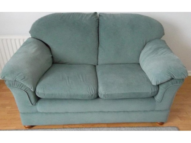 Settee two seater | FreeAds.info