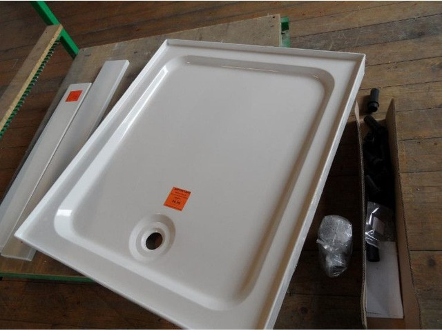 900mm x 760mm shower base new | FreeAds.info